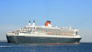 _93112363_queen_mary_2_outbound_from_southampton_2_sept_2013