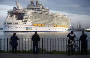 The worlds largest cruise ship, the 361 metres long, Harmony of the Seas, arrives in port for her mayden voyage, in Southampton, Britain May 17, 2016. REUTERS/Peter Nicholls