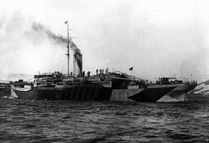 HMS_Bayano_with_dazzle_camouflage_c1914-15